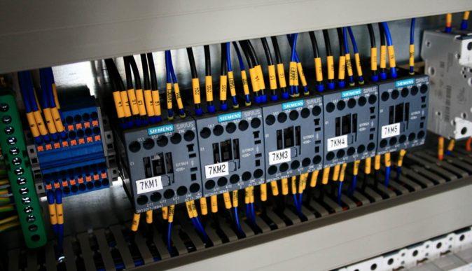 Jakie są etapy projektowania systemów automatyki przemysłowej?